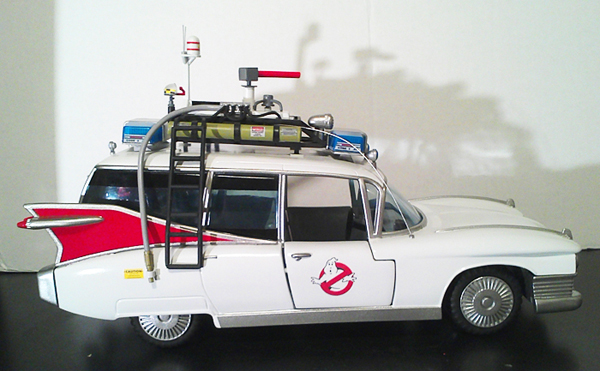 CUSTOM ECTO-1 & GHOSTBUSTERS FIREHOUSE