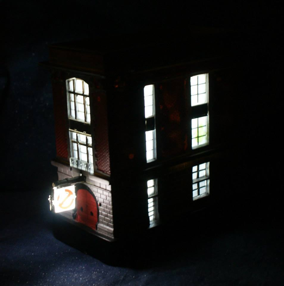 New pics of Diamond Select Toys Light-Up Ghostbusters Firehouse